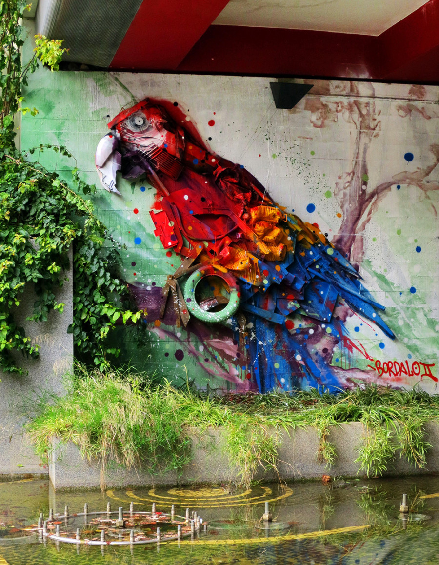 Bordalo II - street art  perroquet